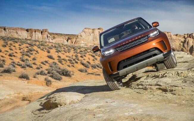 Land Rover Discovery da nova geração faz parte da linha de SUVs modernos disponíveis no mercado global