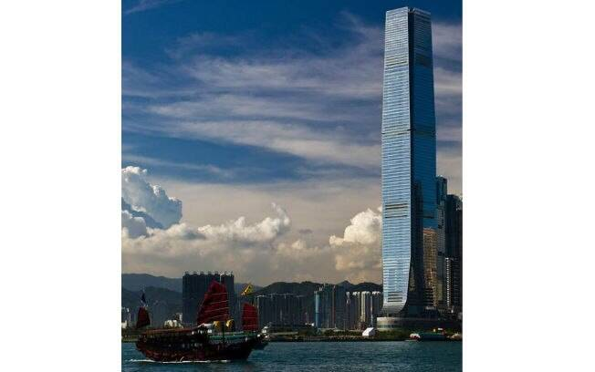 International Commerce Centre (China), 484 metros