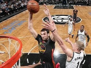 O Warriors foi derrotado por apenas dois pontos de diferença para o Nets