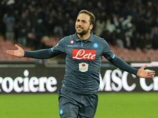 Higuaín ajudou o Napoli a construir a vitória no jogo ida pelas oitavas de final da Liga Europa