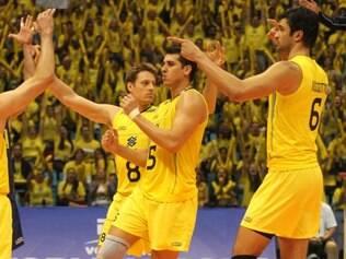 Brasileira ainda lidera o ranking de seleções e supera adversários grandes da temporada, como Rússia e EUA