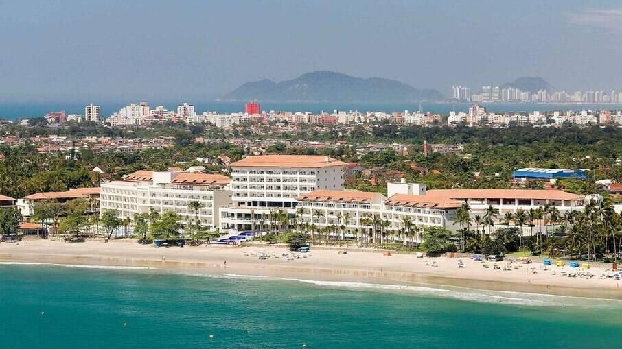 O hotel de luxo fica à beira mar fica na Praia Pernambuco