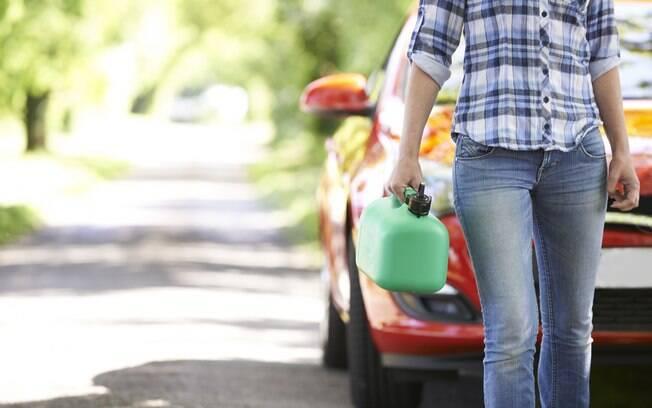 Ter seu veículo imobilizado na via por falta de combustível | Infração média, 4 pontos na carteira e multa de R$ 130,16