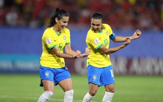 Com a classificação garantida, Brasil está de olho nos jogos de hoje para saber quem será seu adversário nas oitavas de final