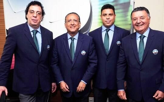 Globo recua e escala Galvão Bueno para narrar as duas partidas finais da Copa - TV & Novelas - iG