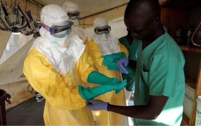 Agentes de saúde pública estão entre os que mais correm risco de contrair o Ebola