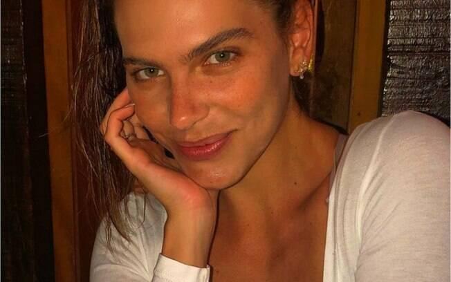 Mariana Goldfarb é uma das mulheres que aderiram ao estilo 'selvagem' e mantém as sobrancelhas naturais