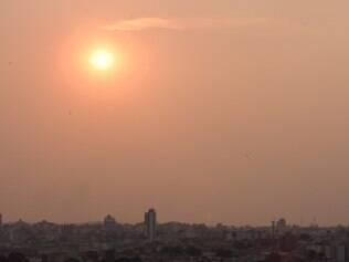 Defesa Civil emite alerta para baixa umidade do ar que atingiu BH nos últimos dias. FOTO: MOISES SILVA / O TEMPO 14-10-2014 galeria