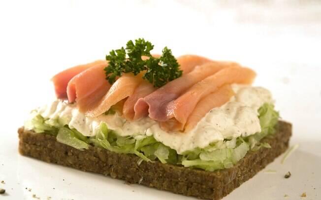 Foto da receita Sanduíche de salmão e creme azedo pronta.