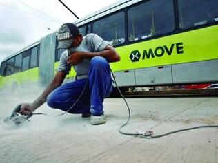 Três linhas do Move iniciaram operação neste sábado, mas obras para implantação do sistema ainda estão em andamento
