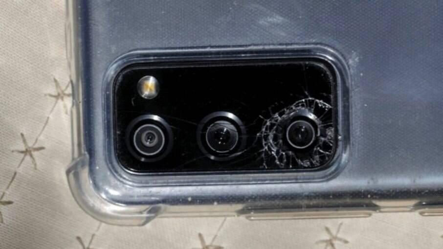 Vidro da câmera do Galaxy S20 se quebrou
