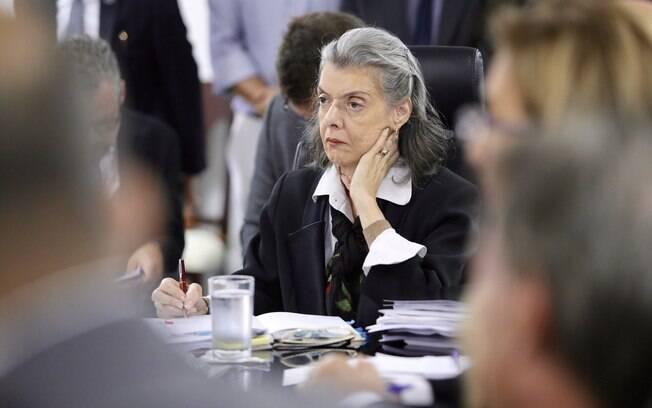 Ministra Cármen Lúcia suspende posse de Cristiane Brasil na madrugada desta segunda