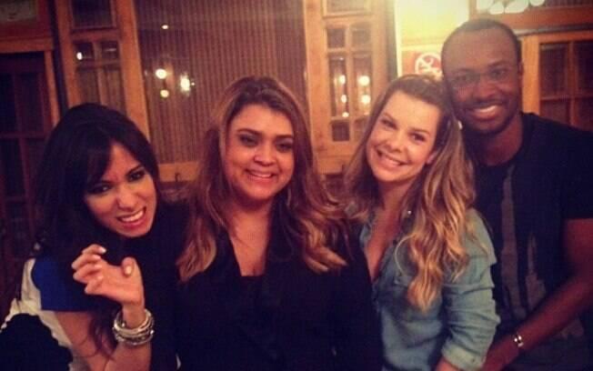 Anitta, Fernanda Souza e Thiaguinho no aniversário de Preta Gil