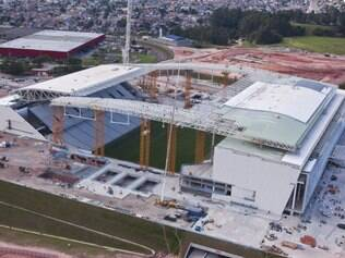 Paralisação da montagem das arquibancadas provisórias norte e sul do estádio pode atrasar ainda mais a entrega do estádio