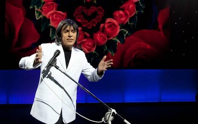 Tom Cavalcante faz sátira do amigo e cantor Roberto Carlos