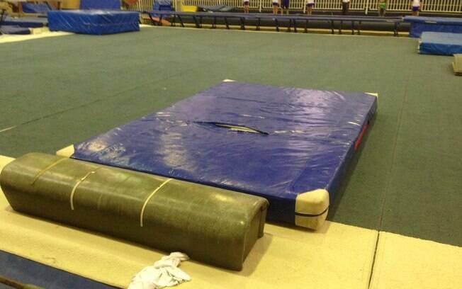 Colchões usados no ginásio são antigos e  obsoletos
