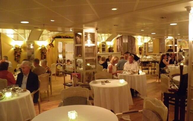 Ambiente do restaurante Jacques Pépin, de cardápio francês no Marina