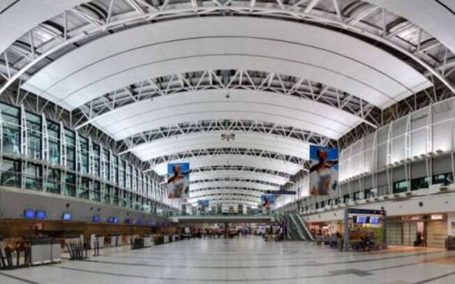 Aeroporto de Ezeiza, em Buenos Aires; Argentina proibiu voos comerciais domésticos e internacionais até setembro