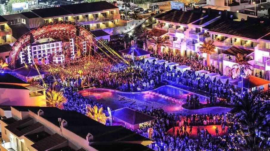 Conhecidas em todo o mundo, as noites de Ibiza são super badaladas e atraem milhares de turistas