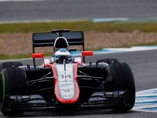 """McLaren MP4-30: A principal mudança do carro da McLaren para esta temporada é a inserção dos motores Honda. O monoposto é o que mais vem """"sofrendo"""" nos treinos iniciais, e ainda está sendo aprimorado"""