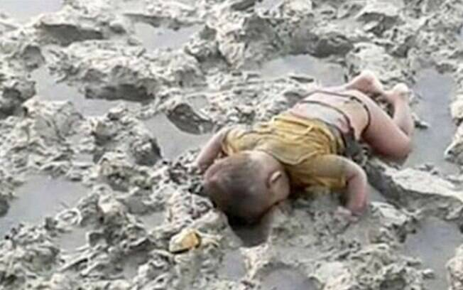Mohammed tinha apenas 16 meses e morreu durante naufrágio do rio Naf, que divide Myanmar e Bangladesh