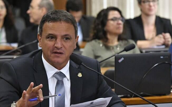 Senador Marcio Bittar (MDB-AC) apresentou relatório pedindo criminalização do caixa dois, mas votação foi adiada