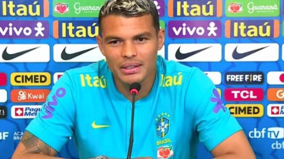 Thiago Silva recebe homenagem pelos 100 jogos disputados com a Seleção Brasileira