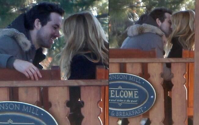 Blake Lively e Ryan Reynolds: fotografados aos beijos pela primeira vez
