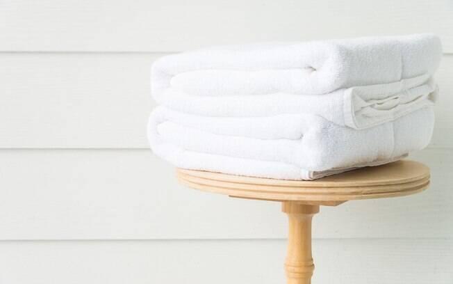 Saber como lavar a toalha de banho corretamente é essencial para deixá-la sempre limpa, macia e agradável ao toque
