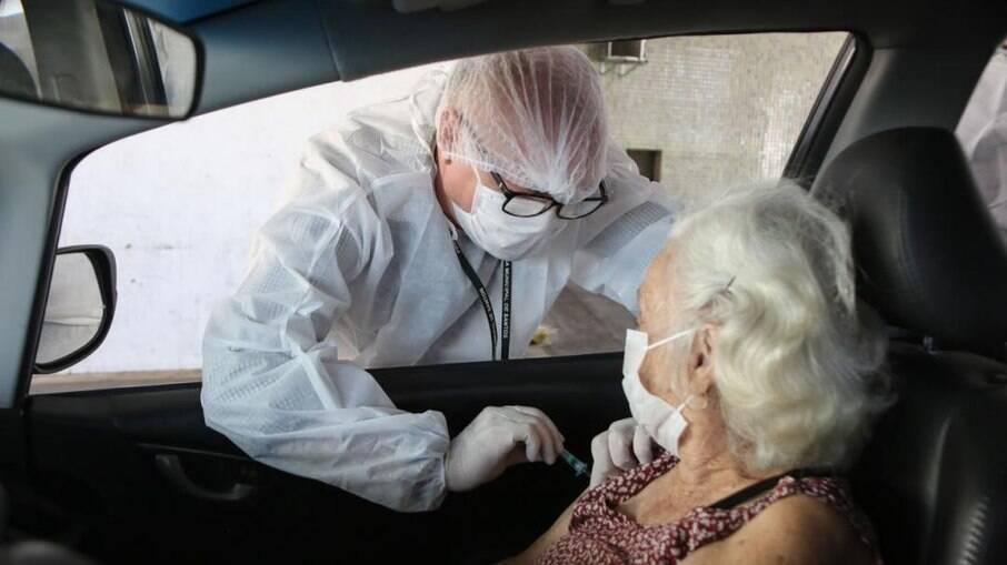 A Prefeitura reservou cerca de duas mil doses de vacina para garantir o atendimento aos idosos com mais de 90 anos