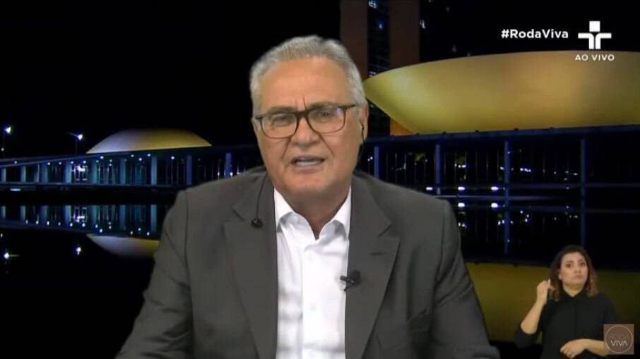 Renan Calheiros diz que leitura do relatório final da CPI da Covid foi adiada
