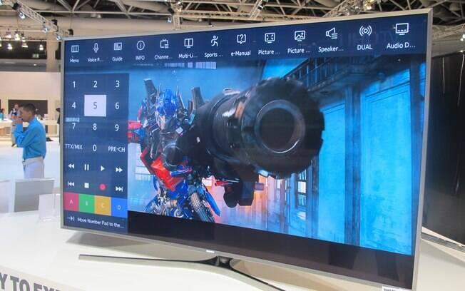 Em geral, o menu de cada programa ou aplicativo aberto fica na parte de cima da tela. Na esquerda, aparece um teclado virtual. Foto: Emily Canto Nunes/iG São Paulo
