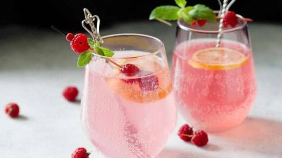 O Pink Fizz usa o manjericão para dar um sabor bem especial ao drink