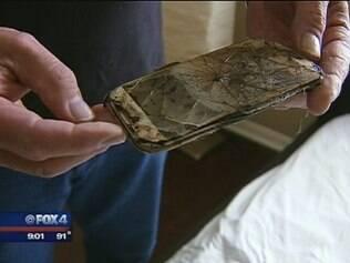 Smartphone pegou fogo enquanto garota dormia.