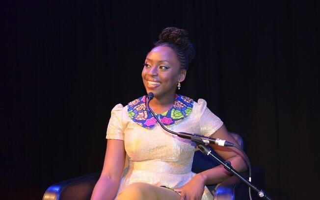 A escritora Chimamanda já foi premiada por sua obra