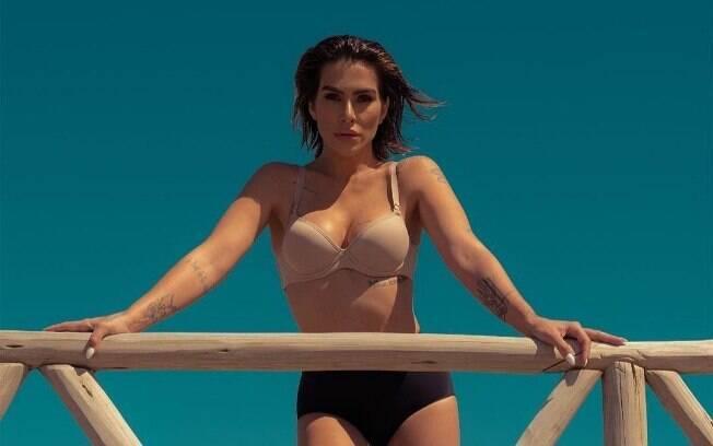 Cleo Pires arrasa ao posar só de lingerie para campanha