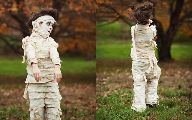 Criar uma fantasia de múmia não é tarefa de outro mundo. Basta caprichar na maquiagem, usar uma roupa mais 'acabadinha' e abusar das faixas e gazes