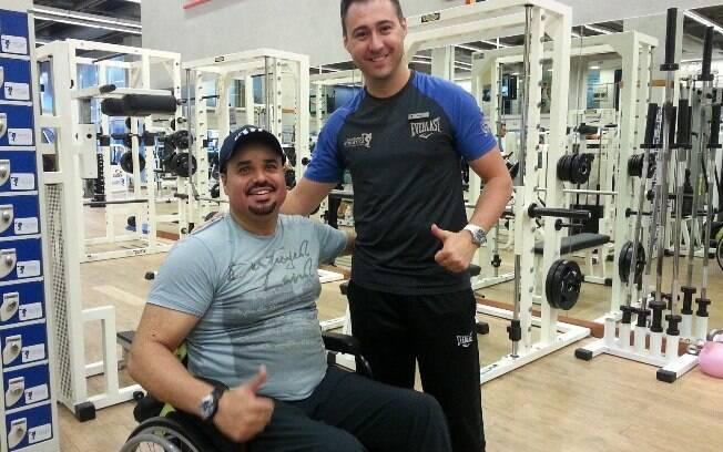 Ivan Matos, paraplégico há 11 anos, decidiu malhar para perder os quilos que ganhou com a rotina sedentária de cadeirante
