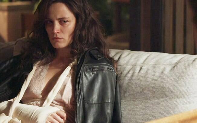 Em 'O Outro Lado do Paraíso', Gael estupra Clara na noite de núpcias do casal e segue agredindo-a mesmo após se desculpar