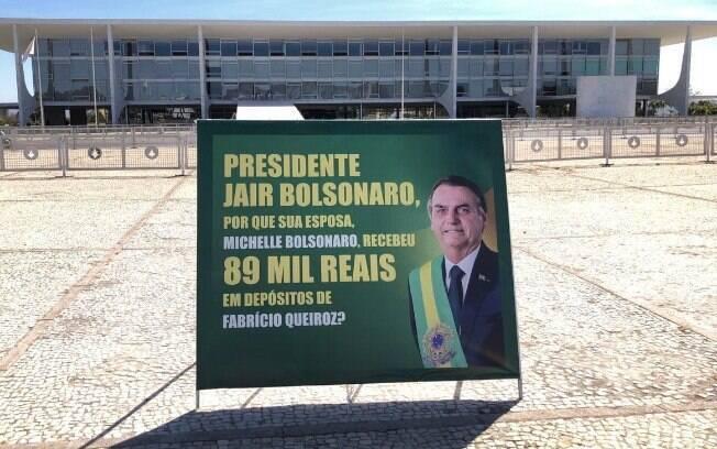 Placa foi instalada em frente ao palácio do Planalto.
