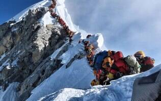 Busca por 'likes' causa filas e mortes no monte Everest, diz alpinista