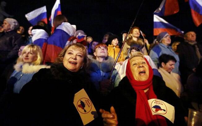 Multidões na Crimeia celebram aprovação em referendo de anexação pela Rússia