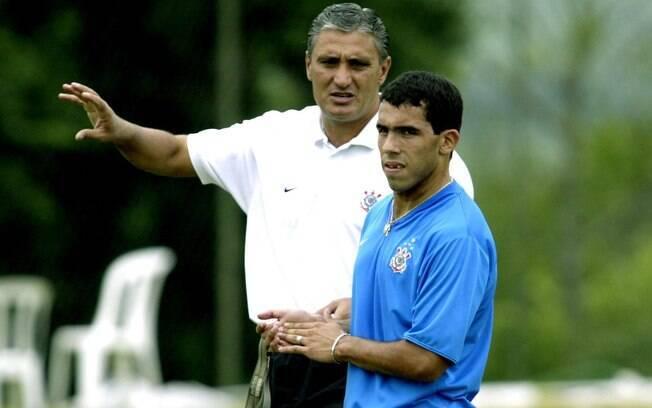 Tite treinou o Corinthians entre 2004 e 2005,  ano da chegada de Tevez. Foram 51 jogos com 24  vitórias, 15 empates e 12 derrotas.