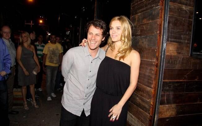 Carolina Dieckmann e seu marido, Tiago Worcman, na inauguração do restaurante Sí Señor