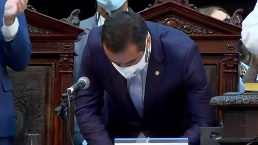Após impeachment de Witzel, Cláudio Castro toma posse como governador na Alerj
