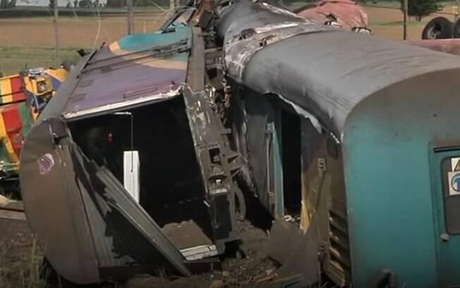 África do Sul: motorista do caminhão tentou fugir depois do acidente, mas foi preso pela polícia e escoltado para o hospital