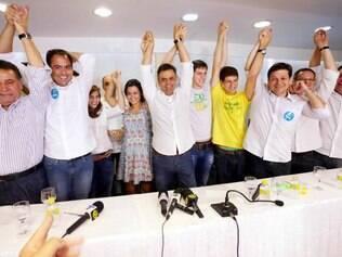 Filhos de Eduardo Campos recebem Aécio no Recife.