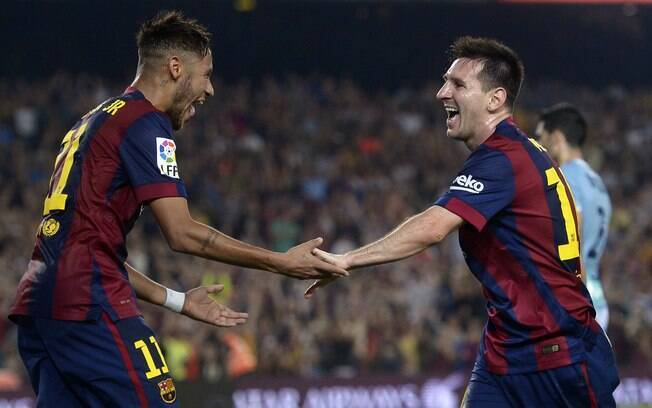 Neymar comemora com Messi gol do Barcelona