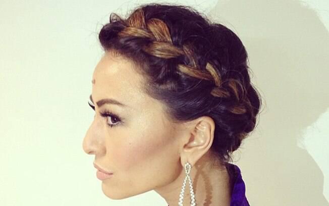 A coroa foi a escolha da apresentadora Sabrina Sato também, em mais uma obra de Thiago Fortes