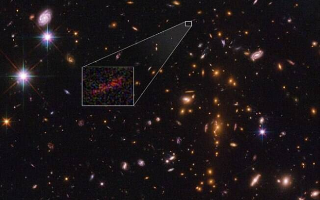 A foto do telescópio Hubble, na Nasa, mostra com detalhes como esta distante galáxia era há 13 milhões de anos